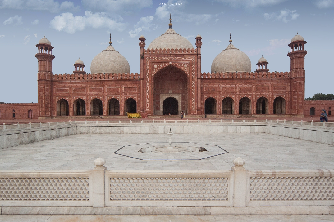 Badshahi_Masjid,_the_Royal_Mosque_in_Lahore,_Pakistan